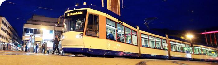 Strassenbahn der HEAG mobilo bei Nacht