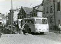 Oberleitungsbus der Linie O in Ober-Ramstadt an der Haltestelle Brückengasse