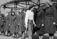 1940 Einkleidung Schaffnerinnen