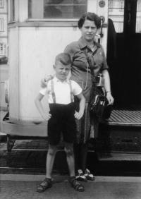 1940 Schaffnerin Wilma Dollinger