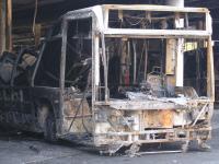 Ein Fahrzeugbrand in der Abstellhalle am Böllenfalltor zerstört 2009 zahlreiche Busse und ein Viertel der Halle.