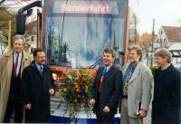 Jungfernfahrt am 6. April 1998: Der erste von insgesamt 20 Niederflurtriebwagen der Serie ST13 wird feierlich in Betrieb genommen.
