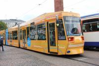 Eine gelbe ST13-Bahn mit Werbung für die Berufsvielfalt im HEAG Verkehrskonzern