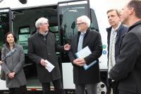 Vertreter der Stadt Darmstadt, HEAG mobilo und Bauverein erläutern das Konzept der Lincoln-Siedlung