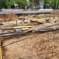 Viele unter der Lichtwiese verlegten Leitungen waren nicht verzeichnet und mussten aufwändig umgelegt werden.