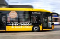 Elektrobus auf Probefahrt durch Darmstadt