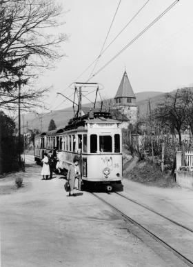 Elektrisch aufs Land: Am 15. Mai 1936 erreichte die Linie 8 Seeheim: Zehn Tage später geht die Verlängerung nach Jugenheim in Betrieb. Zweigleisig wird die Strecke erst Jahrzehnte später.