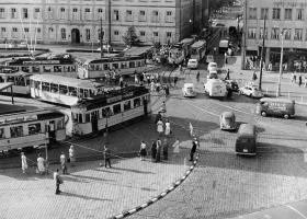 Vorkriegs- und Nachkriegsfahrzeuge 1957 auf dem Luisenplatz