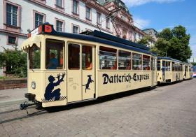 Der Datterich-Express ist ein Drei-Wagen-Zug
