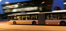 Nachtbus vor Darmstadium